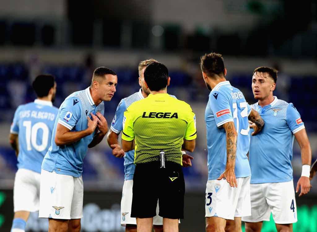 Lazio Atalanta nervosismo e polemiche col l'arbitro