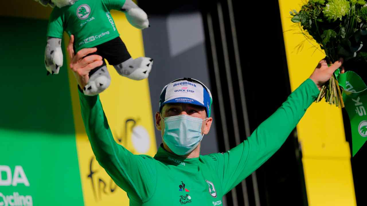 Tour de France | 10° tappa a Bennett. Cadono Alaphilippe e Formolo