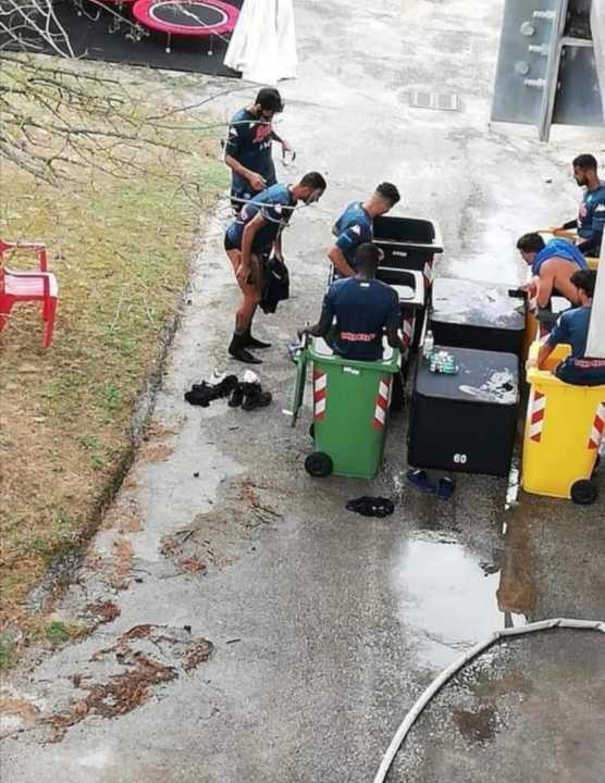 Napoli crioterapia nei bidoni della spazzatura