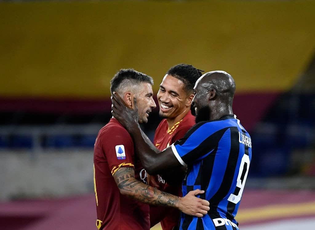 Smalling la trattativa tra Manchester e Roma non è facile. Inserimento dell'Inter