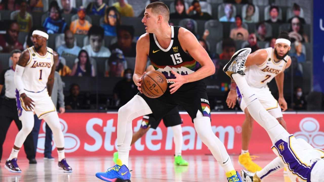 Nikola Jokic in azione contro i Lakers