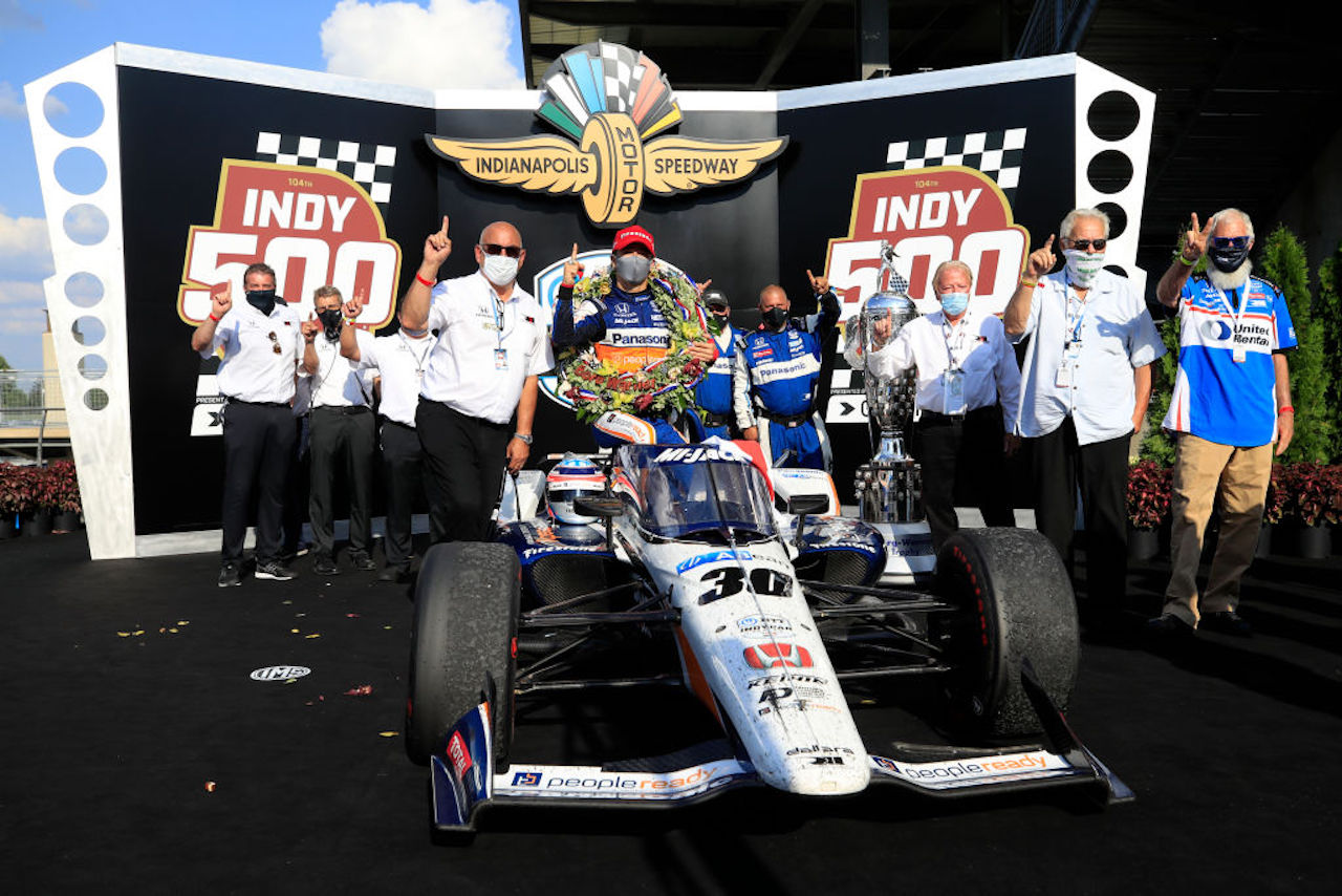 Indianapolis | Sato conquista la 500 miglia. Disastro Alonso - VIDEO