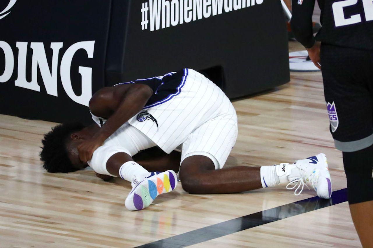 Basket NBA | Infortunio al ginocchio per Isaac, stagione finita