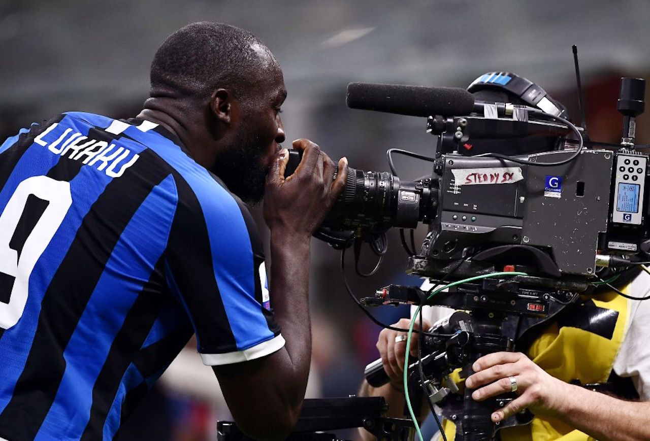 Inter, Lukaku: la gag del video-bombing fa impazzire i social