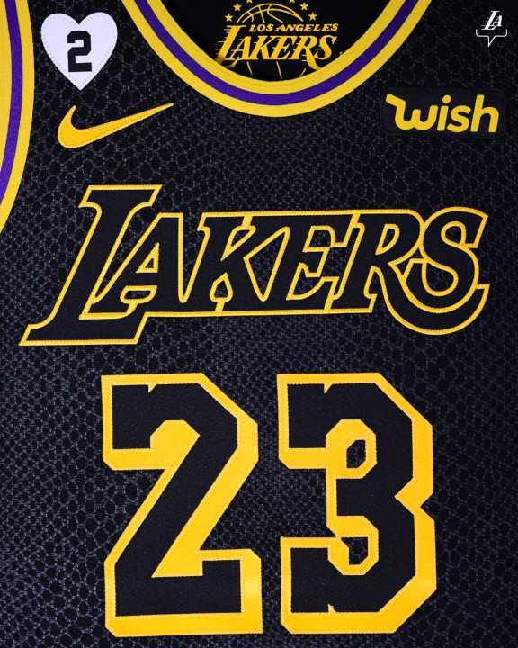 Il dettaglio della maglia dedicata a Kobe Bryant e a sua figlia Gianna