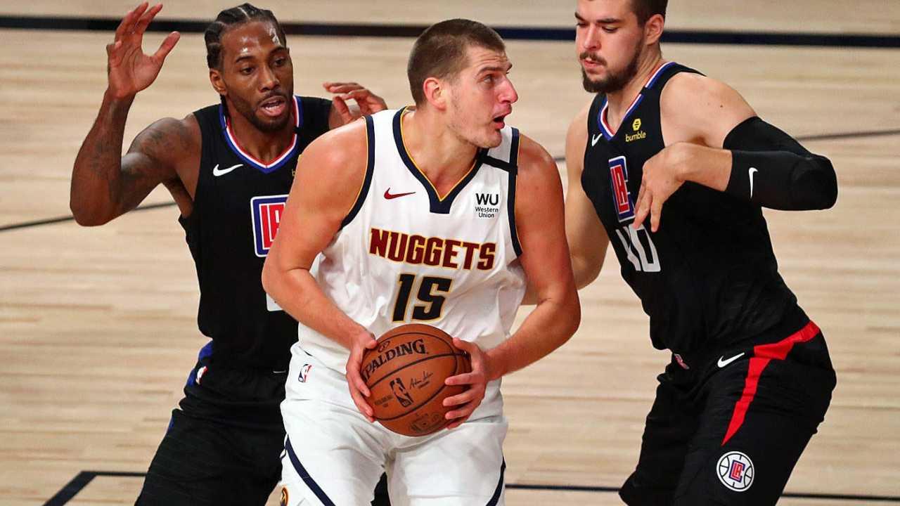 Nikola Jokic in azione contro i Clippers