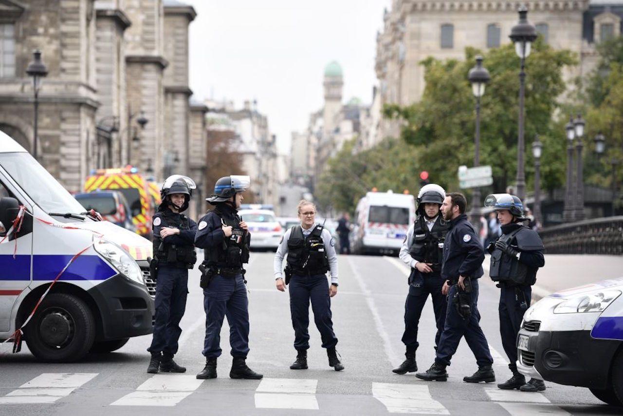 Champions League | PSG sconfitto: scontri a Parigi tra tifosi e polizia