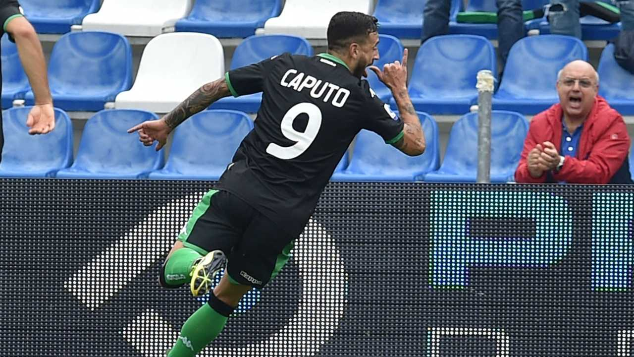 Francesco Caputo esulta dopo un goal al Mapei Stadium