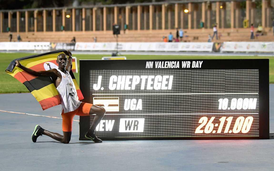 Atletica | Cheptegei stabilisce il nuovo record dei 10000 metri | VIDEO